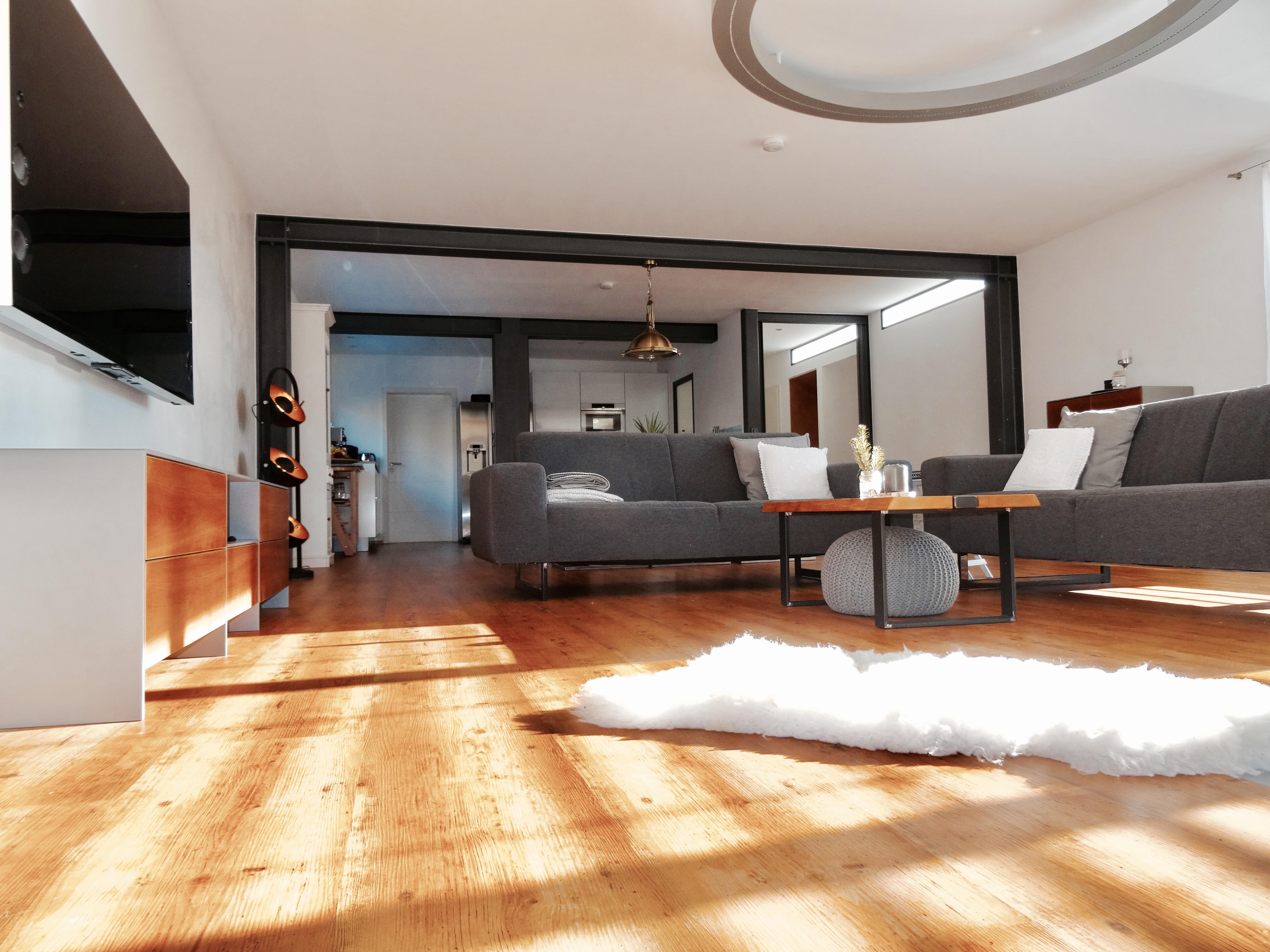 m bel aus holz und stahl im wohnbereich kriga stahl. Black Bedroom Furniture Sets. Home Design Ideas