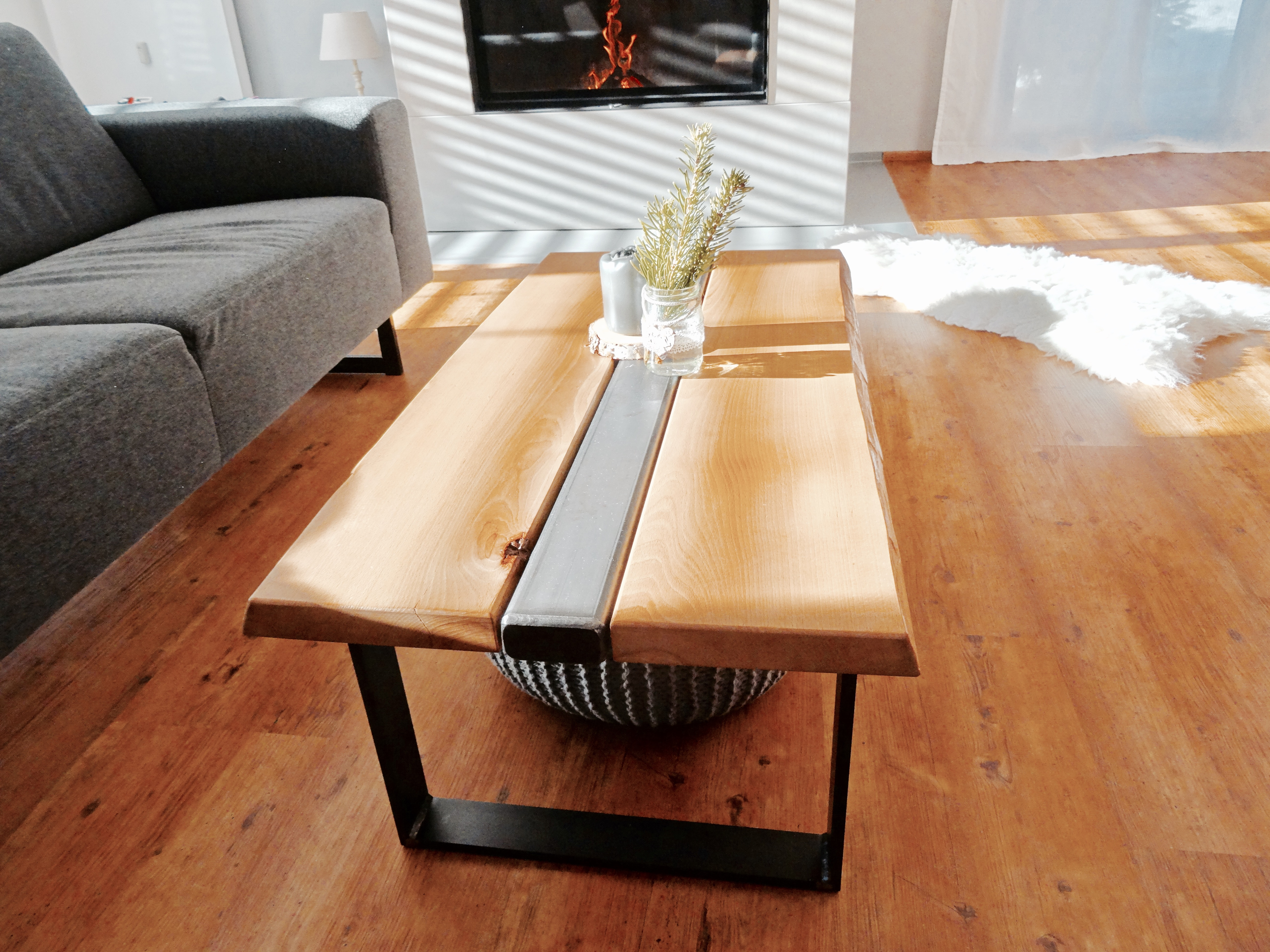 m bel aus holz und stahl im wohnbereich kriga stahl metallbau. Black Bedroom Furniture Sets. Home Design Ideas